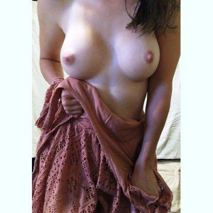 Rose Allyson escort